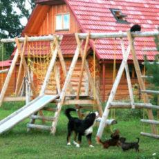 Загородный дом: как обустроить детскую площадку в саду