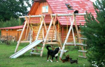 Загородный дом - как обустроить детскую площадку в саду