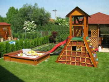 Загородный дом - как обустроить детскую площадку в саду-2